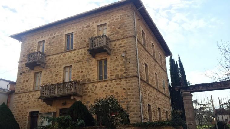 Bettona-Casa indipendente in zona centrale con giardino privato