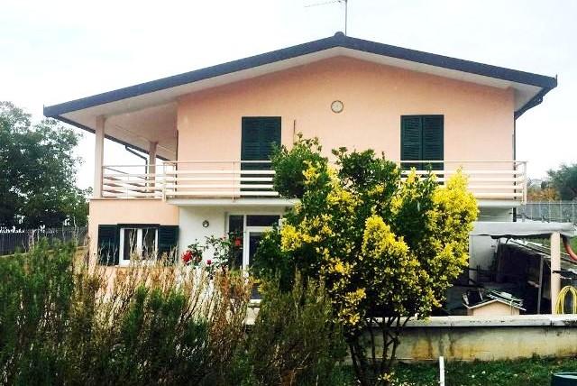 Trevi: Villa Singola con Terreno Edificabile