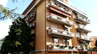 Foligno – Inizi Viale Ancona: Appartamento con Quattro Camere