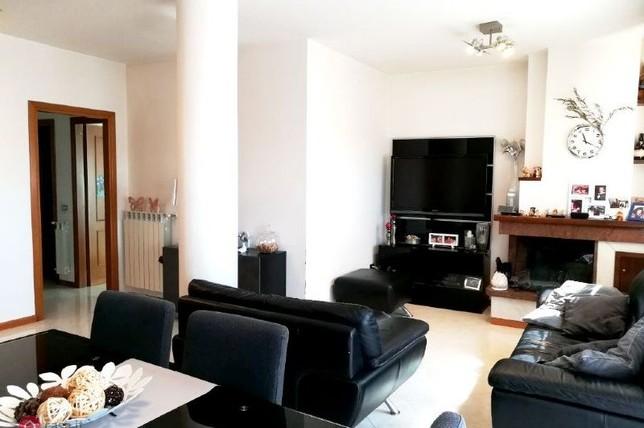 Foligno – Zona Via Treviso: Appartamento in Cemento Armato con Tre Camere