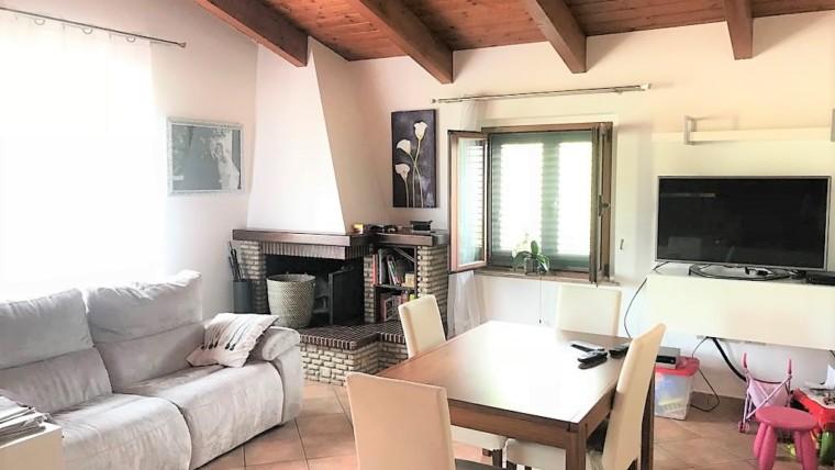 Palazzo di Assisi- Appartamento su casa singola