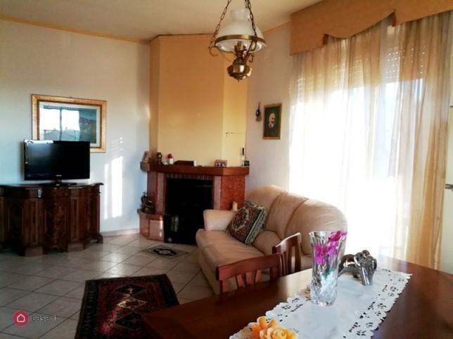 Foligno adiacenze roma casa indipendente for Agenzia immobiliare foligno