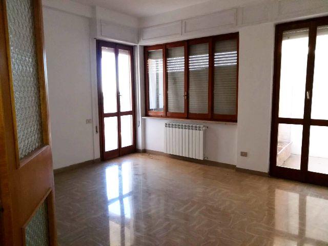 Foligno traversa via n sauro appartamento con quattro for Agenzia immobiliare foligno