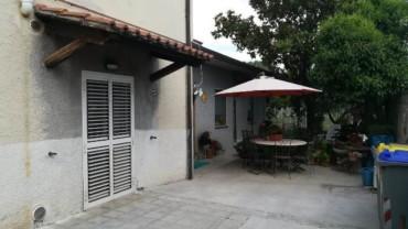 Foligno – Adiacenze Via D. Chiesa: Casa Indipendente Divisa in Due Unità