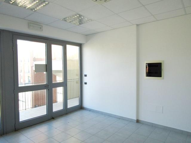 Foligno zona paciana locale commerciale uso ufficio for Agenzia immobiliare foligno