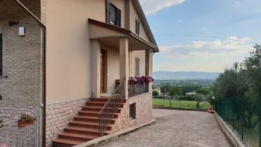 VIOLE D'ASSISI- Casa bifamiliare in posizione collinare e panoramica