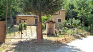 Foligno – Loc. Scopoli: Casa Indipendente