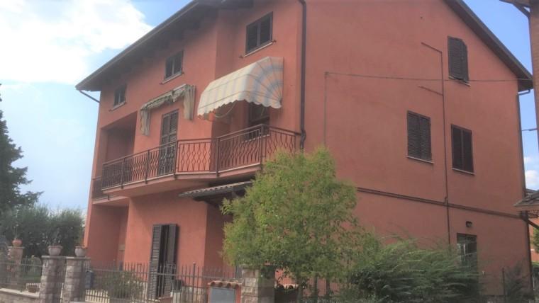 PASSAGGIO: Casa singola in posizione centrale