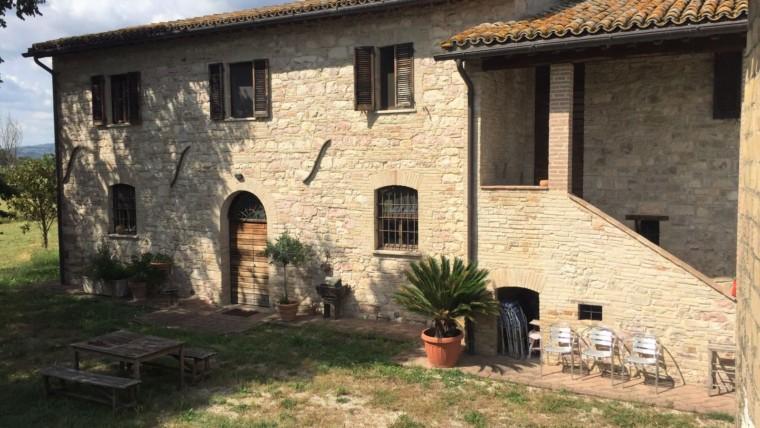 ASSISI-loc. Rivotorto: Casale storico in pietra ai piedi di Assisi