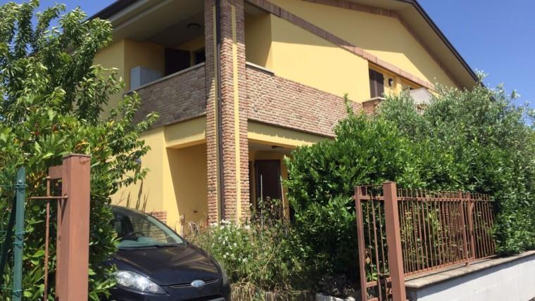 PETRIGNANO- Villetta bifamiliare di recente costruzione