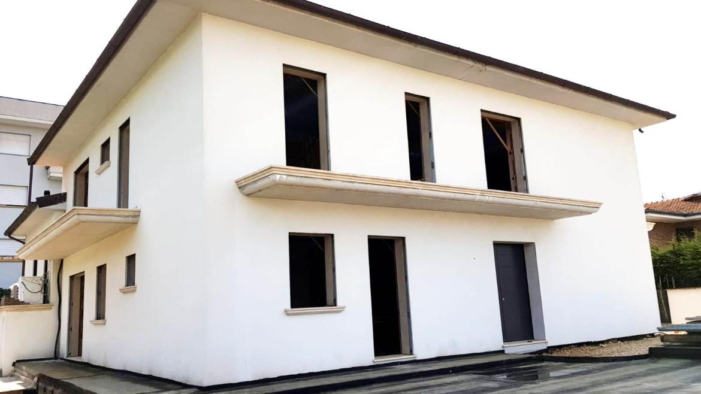 Villetta a schiera di recente costruzione in classe A con giardino