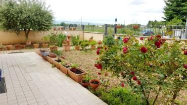 Casa Indipendente di c.a. 200 mq con rustico, garage e giardino privato