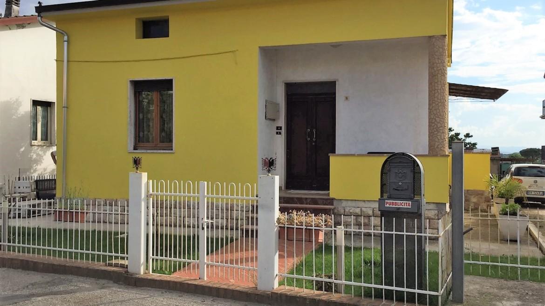PALAZZO DI ASSISI- Casa singola in zona residenziale e vicina ai servizi