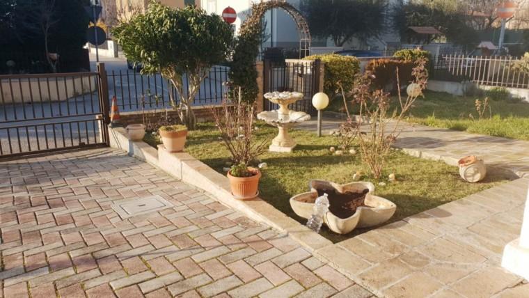 Vendita Villa Bifamiliare – 3 Locali