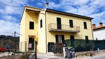 Foligno Vicinanze San Paolo: Casa singola con 2 unità abitative indipendenti