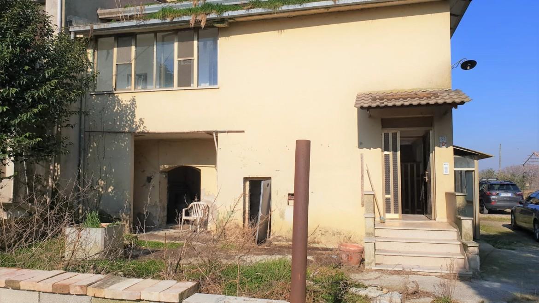 CANNARA- Porzione di casa da ristrutturare
