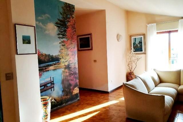 Foligno – Traversa Via Damiano Chiesa: Ultimo piano con 3 camere e garage