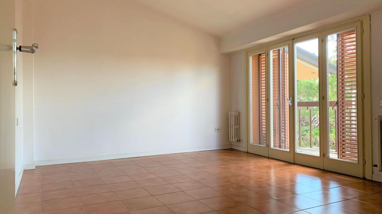 BASTIA UMBRA – Appartamento zona centrale, su trifamiliare con garage, senza condominio