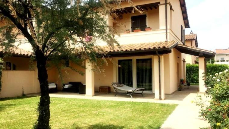 Villa Bifamiliare di recentissima realizzazione con garage, rustico e giardino esclusivo