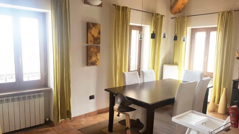Appartamento in trifamiliare con travi a vista e pianelle