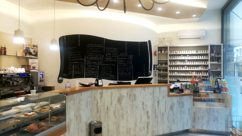 Attività di caffetteria e tabaccheria in una delle via principali del centro storcio