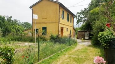 Foligno – Casa singola con giardino