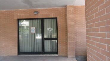 LOCALE COMMERCIALE DI CIRCA 100 MQ FRONTE STRADA CON PARCHEGGIO