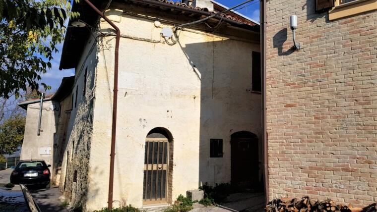 TREVI – LOC. MATIGGE: PORZIONE DI CASA INDIPENDENTE RISTRUTTURATA CON TRAVI A VISTA