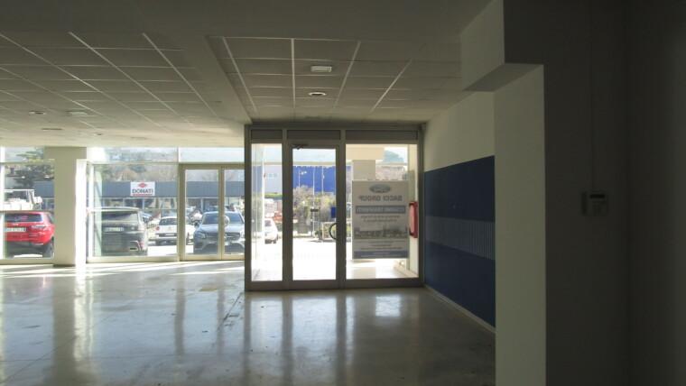 affitto ampio locale commerciale zona S. Eraclio