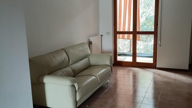 appartamento con 3 camere 2 bagni e garage su un contesto di 5 unita abitative