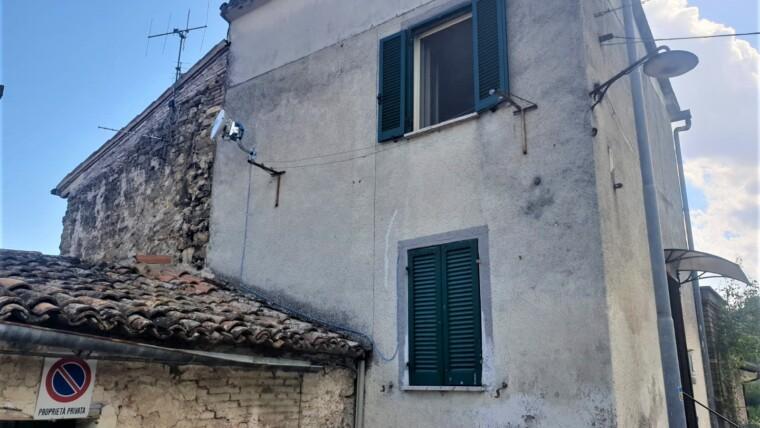 CIELOTERRA INDIPENDENTE RISTRUTTURATO CON FONDO DI PROPRIETA'